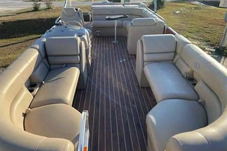 22in-tritoon-rentals-orange-beach-alabama-2-750x500